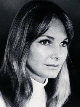 Barbara Loden Headshot