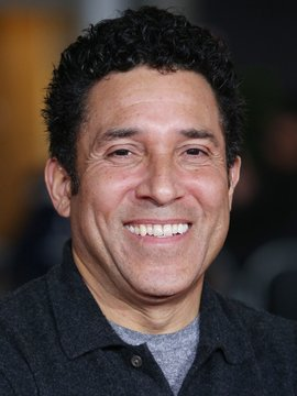 Oscar Nunez Headshot