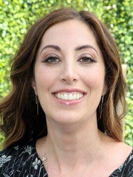 Beth Schwartz Headshot