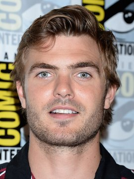 Alex Roe Headshot